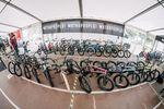 Gleich gegenüber gab es die Weltpremiere der neuen Kompletträder von wethepeople