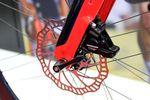 Die Disc hat bei nahezu jedem Hersteller Einzug gehalten und dominiert inzwischen den Bremsenmarkt. Wer sich ein neues Rennrad kaufen will, fährt mit einer Scheibenbremse besser. (Foto: George Scott)