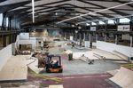 Die Umbauarbeiten in der Skatehalle Aurich sind im vollen Gange