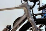 Das ESX R hat die gleichen Rohrprofile wie das ESX. Die Profile wurden im Windtunnel des Massachusetts Institude of Technology getestet. Im Vergleich zum Z5 spart das Bike einem Fahrer laut Parlee bei einer Strecke von 40km 57-95 Sekunden.