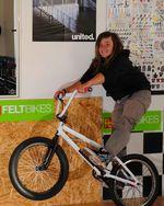 Lara Lessmann mit ihrem ersten BMX-Rad