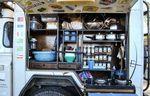 Voll ausgestattete Küche auf kleinstem Raum – Credit: Graeme Bell