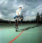 1996 holte KHEbikes den Amerikaner Jesse Puente ins Team. Es folgten weitere Flatlandgrößen wie Matti Kuoppa, Phil Dolan, Effraim Catlow, Chase Gouin und viele mehr