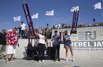 Das Foto von der Siegerehrung der Damen ist da schon vollständiger (v.l.): Perris Benegas (1.), Natasha Wetzel (3. + Best Trick) und Angie Marino (2.); Foto: Colin Mackay/VANS