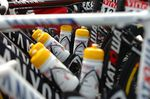 Gerade bei Kunsstoffflaschen sollte man ein genauen Blick auf die Materialien werfen, will man vermeiden, mit jedem Zug Schadstoffe aufzunehmen.