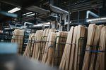 Aus diesen Holzlatten werden Ski gebaut. credit: Dario Suppan Photography