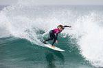 Caroline Marks meldet sich mit ihrem Sieg in Portugal im World Title Race zurück. credit: WSL / Masurel