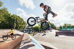 Jarno Kind schmeißt pauschale Tailwhips und Barspins mit seinem 16-Zoll-Bike. Ich denke, diesen jungen Mann werden wir noch öfter sehen