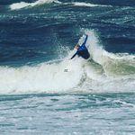 Tim Schubert weiß, wie man die Wellen in Sylt zu surfen hat!
