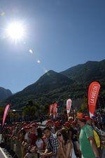 Am Start in Escaldes Engordany: Sonne und blauer Himmel versprach bestes Wetter für die 4. Etappe (Foto: Sirotti)