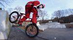 Der Weihnachtsmann ist ein BMXer! Kurz vor Heiligabend hat er sich noch schnell einige Sessions in Zwickau, New York City, Austin und Bognor Regis gegönnt.