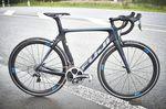 Das Fuji Transonic hat mit dem Bahnrad Track Elite und dem Triathlon-Renner Norcom Straight zwei potente Paten in der Entwicklung gehabt. Die Einflüsse der beiden extrem schnellen Paten sind unverkennbar und doch hat das Transonic ein ganz eigenes Konzept.