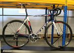 Das Scott Addict Team Issue kommt in den Farben von IAM Cycling.