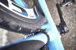 Nur optisch etwas beunruhigend - die sehr nahe am Reifen bauende Schelle des Umwerfers.