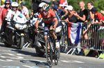Für Vincenzo Nibali nahm die Tour de France ein vorzeitiges Ende: Der Italiener stürzte auf den letzten fünf Kilometern und fuhr die Etappe noch zu Ende. Spätere Untersuchungen ergaben eine Fraktur des 10. Brustwirbels, was ein Weiterfahren verhindert. (Foto: Sirotti)