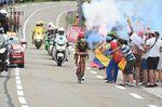 Angefeuert von Zuschauern nähert sich der Franzose vor einem begeistertem Publikum in seinem Heimatsland dem Ziel. (Foto: Sirotti)
