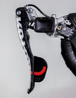 So filigran kann Rotor die Schaltbremsgriffe auch deshalb bauen, weil die Schaltrastung sich nicht in ihnen befindet. Sie fungieren also ausschließlich als Pumpeinheiten für die Hydraulikzylinder in Bremse und Schaltung.
