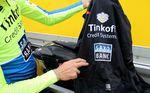 Wer Tosatto nach seinem Favoriten fragt bekommt eine klare Antwort. Die Sportful Fiandre NoRain Light Jacke ist sein favorisiertes Ausrüstungsstück in der Fahrer-Tasche. Wasserabweisend und atmungsaktiv kam die Jacke in diesem Jahr gelegentlich auf der Tour zum Einsatz.