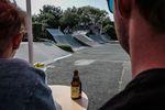 Gekühlte Hopfengetränke und Step-up-Action gehören im Skatepark Wendelstein einfach zusammen: Daniel Austen, No Handed Backflip