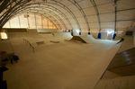 In der Trendsporthalle Basel findest du auf 800 qm einen Streetparcours mit allem Pipapo soei einen Bowl und eine Microramp