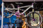 Das Kinderbike von PROPAIN kann wahlweise mit 16 oder 20 Zoll-Laufrädern gefahren werden, so dass die Kids möglichst lang Freude an ihrem Bike haben.