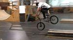 Hier sind ein paar echt gute Clips, die Aaron Junkert in den vergangenen Wochen während der Hallensesessions im Boneyard Skatepark gefilmt hat.