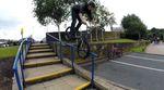 Der 13jährige Streetfahrer Lewis Cunningham aus England hat für dieses Video wieder einige Rails erlegt und Nosemanualmissionen abgehakt. Beeindruckend!
