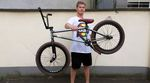 Felix Donat ist neu im deutschen BSD-Team. Für diesen Bikecheck haben wir uns das Rad der 18jährigen Streetrakete aus Karlsruhe mal genauer angeguckt.