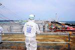 Unzählige Wassertanks mit radioaktiv kontaminiertem Wasser befinden sich auf dem Gelände des zerstörten Atommeilers – Foto: Susanna Loof/IAEA/Creative Commons