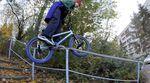 Mimo Seedler ist einer der besten Streetunicyclefahrer der Welt, kommt aber auch mit zwei Rädern bestens zurecht. Checkt sein neues Video für SIBMX!