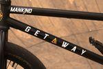 """Evan Brandes fährt einen Getaway von Mankind Bike Company mit 20,75""""-Oberrohr"""