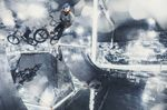 Als wären die Spiegel nicht schon irritierend genug, hat sich Courage für diesen Bizzla auch noch die am schwierigsten zu fahrende Bank im Mirror Park ausgesucht; Foto: Sebas Romero/Red Bull Content Pool