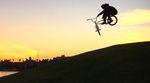 Vincente Candel ist eine wandelnde Party. Mehr dazu in diesem Urlaubsvideo von der Kalifornienstippvisite des spanischen Fitbikeco.-Fahrers.