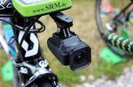 Yates war einer der Fahrer mit einer Shimano Sport Cam am Lenker. Die neue Technik lässt sich nahezu überall am Rad befestigen und könnte eine Revolution bei TV-Übertragungen auslösen. Möglicherweise besteht in Zukunft ein Teil der Bilder im TV aus Onboard-Kameras.