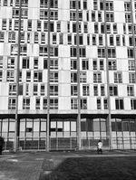 Robin Kachfi in einem der vielen Pariser Banlieus