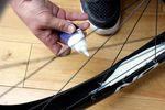 Eines der Hauptverkaufsargumente für Tubeless-Reifen ist die höhere Pannensicherheit, die den Gebrauch von Reifendichtmilch erfordert.