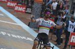 Dillier konnte bis zum Schluss mit Sagan mithalten, aber im letzten Sprint zum Ziel behielt der Weltmeister die Oberhand. (Foto: Sirotti)