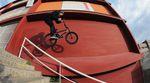 Daniel Tünte hat sich für Mankind Bike Co. auf den Straßen von Barcelona und Berlin herumgetrieben und reihenweise übertriebene Missionen abgehakt. Endboss!