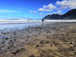 Der Ort Famara auf der Vulkaninsel Lanzarote ist ein Traum für alle Surfer!