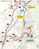 Vor der Zielankunft in Rovereto sind beim Zeitfahren der 16. Etappe noch ein paar enge Kurven zu bewältigen.