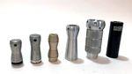 Die Evolution der Pegs von KHEbikes auf einen Blick: Ganz links haben wir den Do-Peg, das erste Produkt der Karlsruher Firma und ganz rechts den Laser-Pegs aus Aluminium, der seit diesem Sommer erhältlich ist