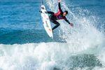 Kann Filipe Toledo in Hawaii das World Title Race für sich entscheiden? credit: WSL / Poullenot
