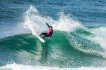 Lakey Peterson macht das World Title Race durch ihren Sieg in Portugal nochmal spannend. credit: WSL / Masurel