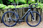 Specialized gehört zu den Marken, die ein relativ großen Angebot an Rennrädern mit Scheibenbremsen haben.