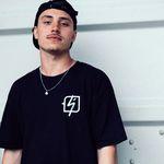 Miguel Smajli und das kunstform X Shadow T-Shirt