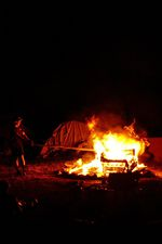 Was wäre ein Motion Trails Jam ohne Feuer?! (Das Feuer wurde aus Sicherheitsgründen und einem Auftritt der Polizei im Laufe der Nacht verkleinert)
