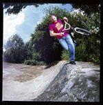 """Ralf Maier, CanCan Footplant auf Porzer Hometurf während der Produktion von """"The BMX Book"""" im Jahre 2009"""
