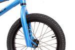 Vorne und hinten wurden am Arsenic extra breite Kenda-Reifen verbaut (2,125