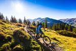 Besonderes Highlight für 2016 ist und bleibt der legendäre Hacklberg Trail, der sich wieder einmal mit unzähligen neuen Sprüngen präsentiert. Foto @ Saalbach Hinterglemm