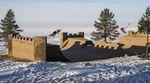 Für das Red Bull Sand Castle Project sind Irek Rizaev und Kostya Andreev bei -30°C eine Minirampe aus Sand an der russisch-finnischen Grenze gefahren.